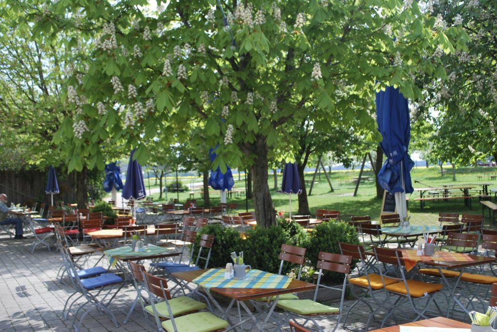 Kastanienbiergarten der Landlust, dem Wirtshaus am Reitsberger Hof in Vaterstetten