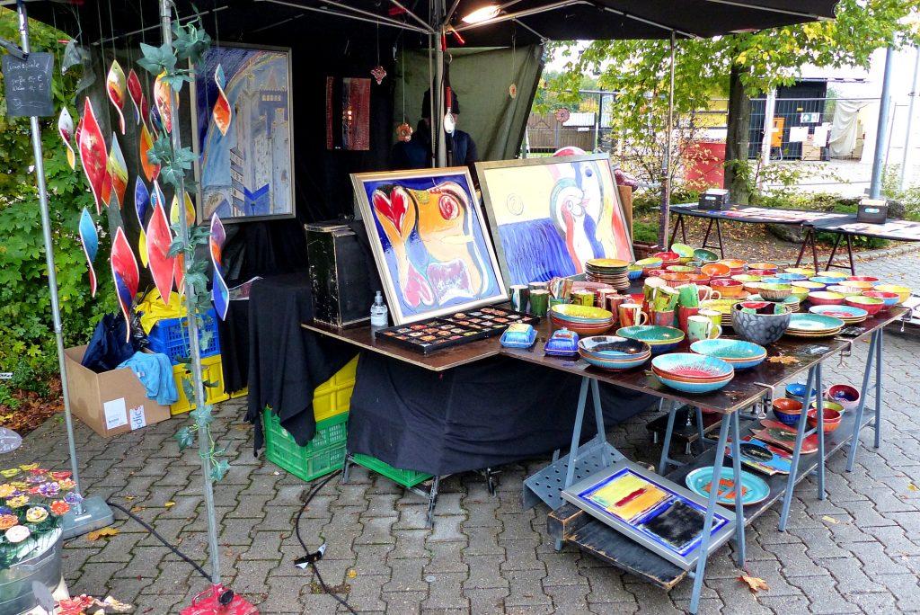 Ein Stand auf dem Töpfermarkt in Vaterstetten von Susanne Edelmann